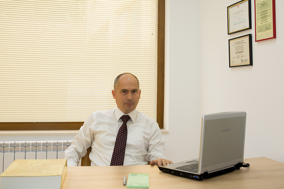 д-р. Атанас МАТЕВ